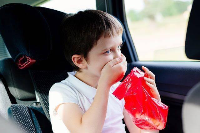 Почему ребенка может укачать в машине: что делать с приступом тошноты