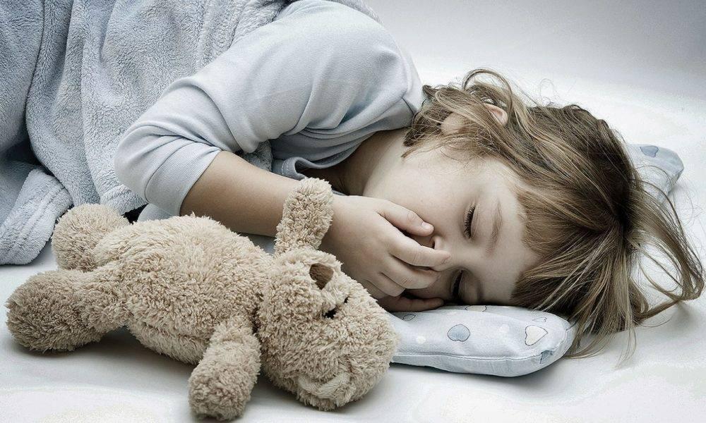 Как успокоить кашель у ребенка ночью: малыш кашляет, когда ложится спать и спит