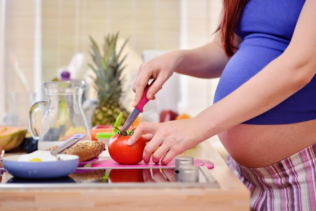 Что нельзя есть беременным - список, что нельзя и что надо есть и пить