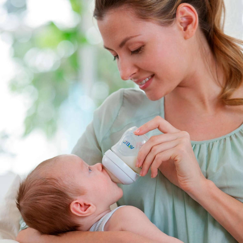 Кормление новорожденных в первые дни: ответы на самые популярные вопросы