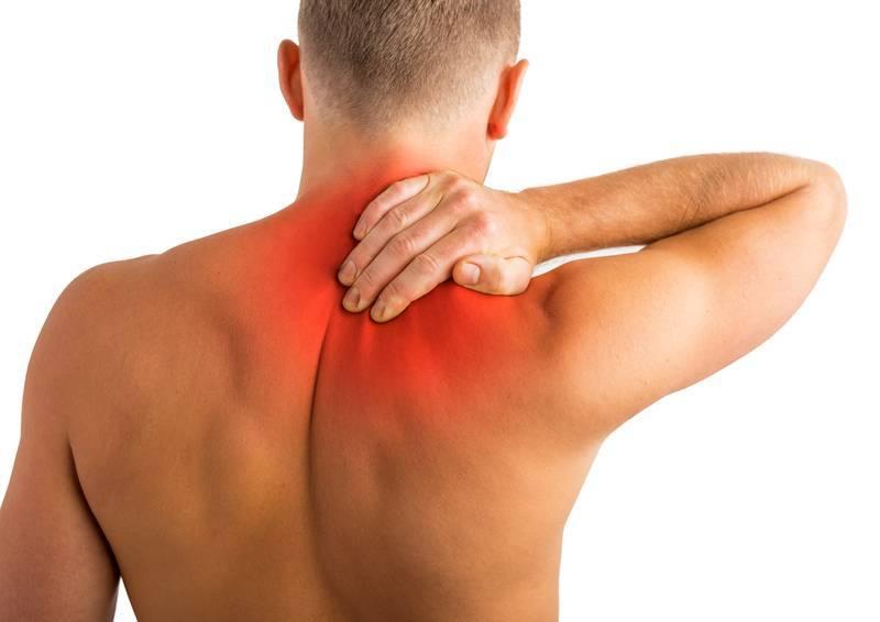 У ребенка болит шея сзади или с правой, левой стороны, он не может поворачивать голову — что делать?