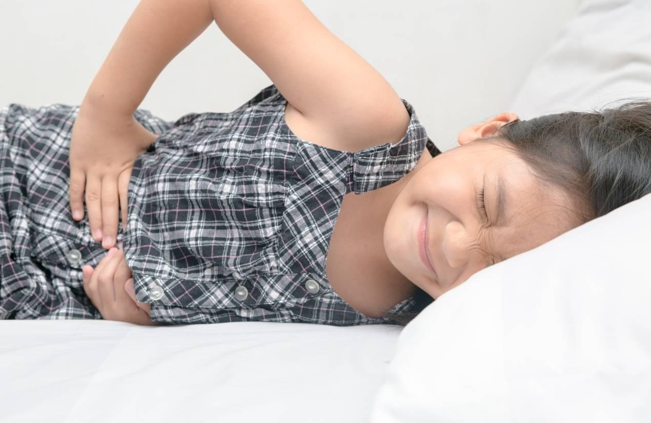 У ребенка болит живот: опасные и неопасные причины боли в животе у детей. что дать, когда у ребенка болит живот