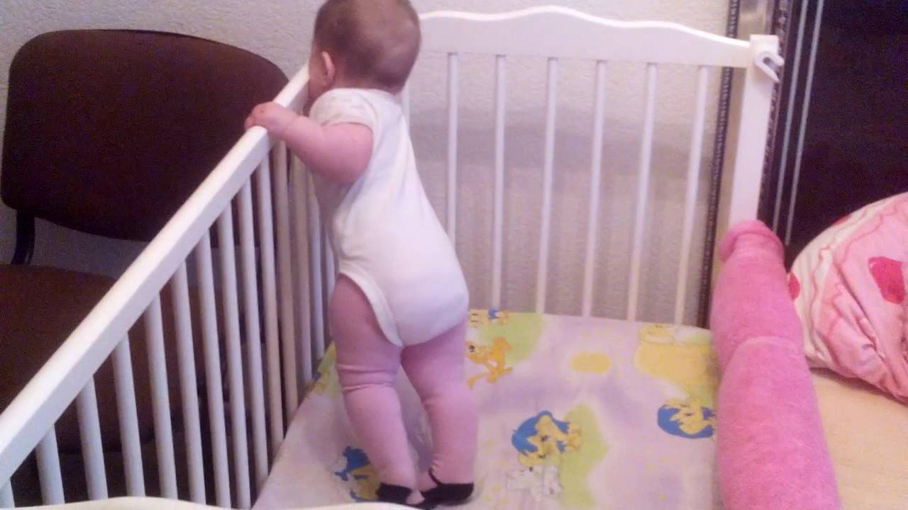 Как помочь ребенку научиться правильно ходить: самостоятельно и без поддержки