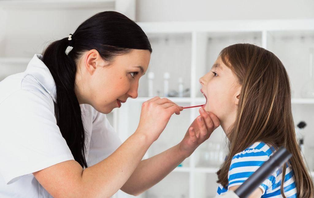 Как вовремя распознать и вылечить ангину у ребенка?