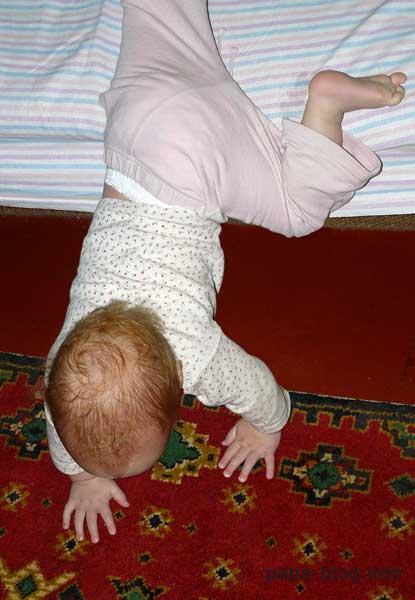 Ребенок упал с кровати или дивана. как проверить, что все в порядке?