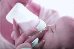 Новорождённый много спит и мало ест: диагностика причин и установленные стандарты режима малыша