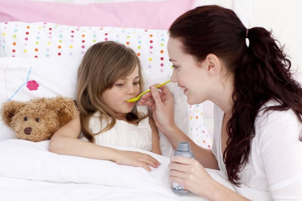 Боль в правом ухе у ребенка — как лечить уши у детей?