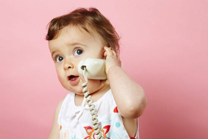 В каком возрасте ребенок начинает говорить первые слова: со скольки месяцев
