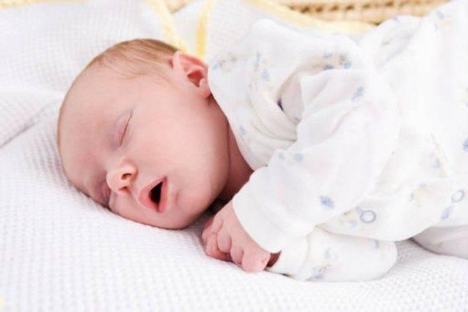 Новорожденный ребенок спит с открытым ртом: почему и что делать (Комаровский)