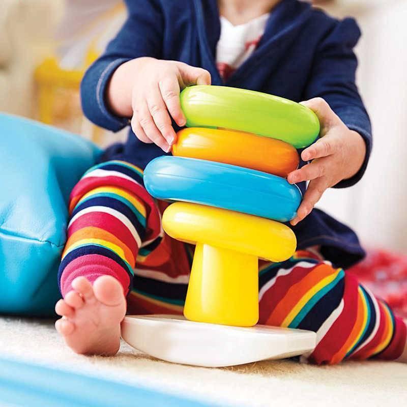 В каком возрасте ребенок должен собирать пирамидку | vskormi.ru | яндекс дзен