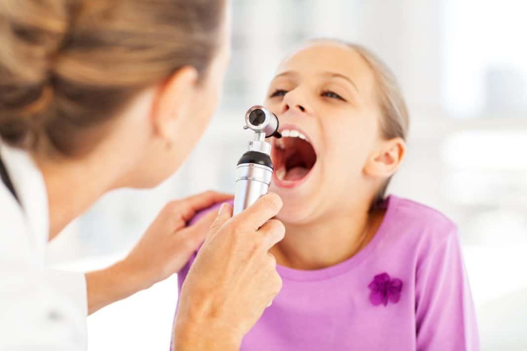 Почему возникает сухой кашель при аденоидах и чем его лечить?