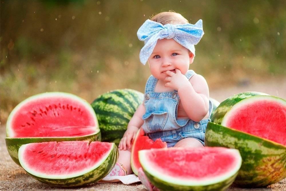 С какого возраста можно давать дыню ребенку: со скольки месяцев и когда давать грудничку, польза