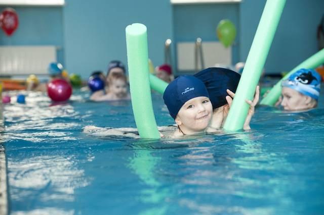 Грудничковое плавание дома в ванной – польза для новорожденного, рекомендации для родителей и качественные видео инструкции