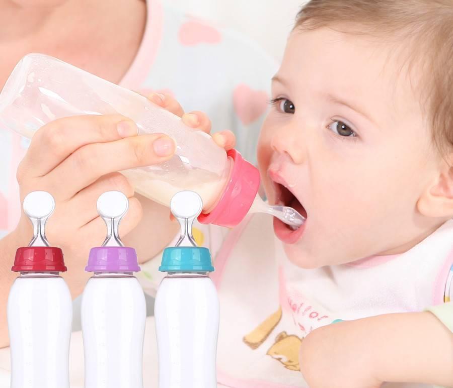 Как научить ребенка пить из бутылочки: возможные трудности и советы по их преодолению