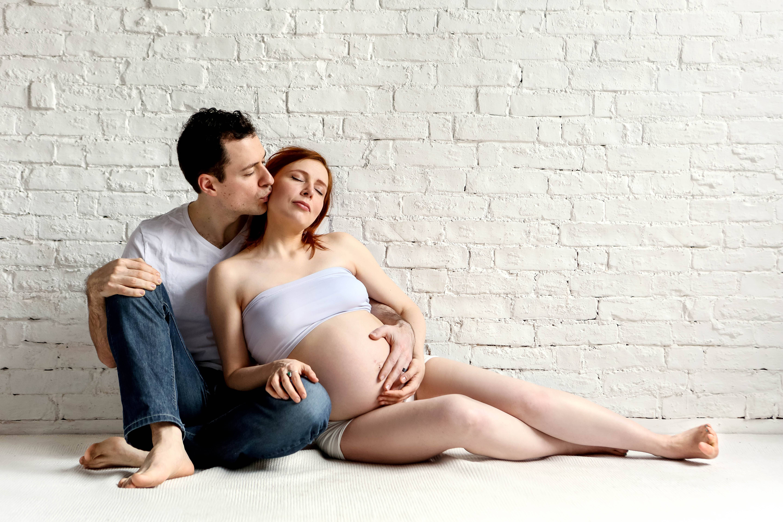 Позы для сна во время беременности, правильное положения во время сна на разных сроках беременности