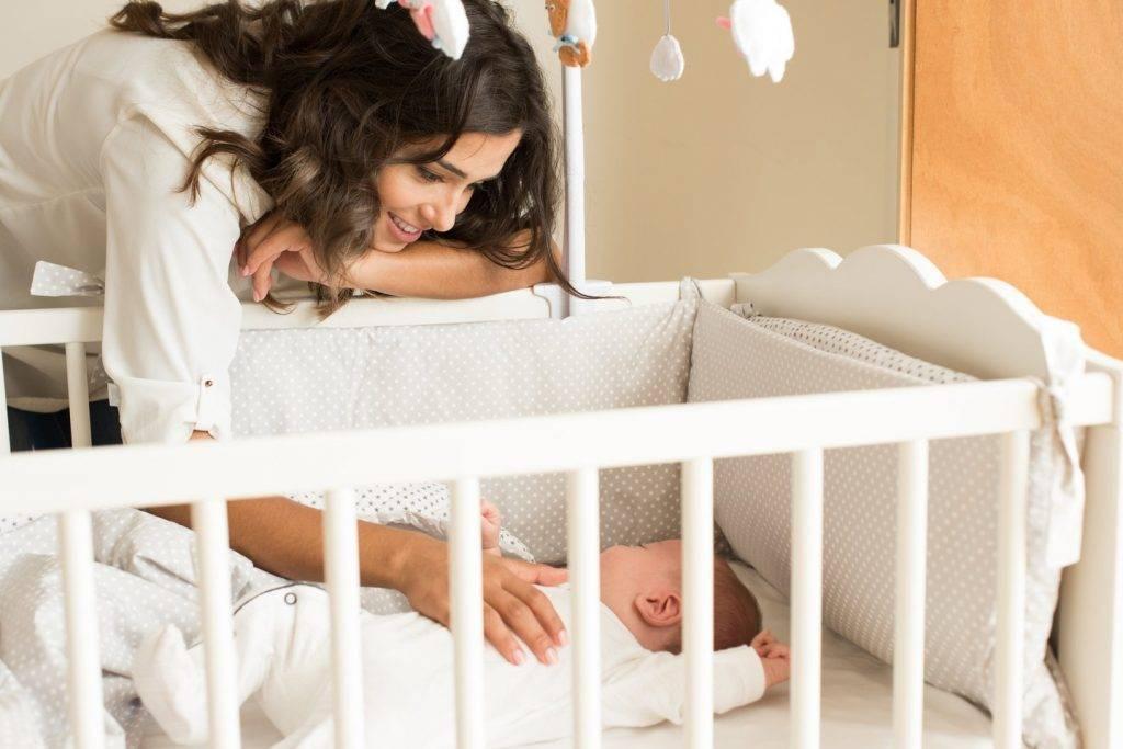 Как приучить новорождённого спать ночью | уроки для мам