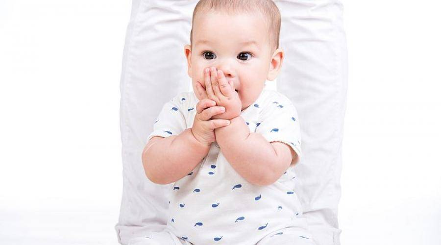 Во сколько месяцев можно сажать на колени ребенка