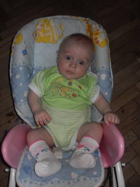 Когда можно начинать сажать ребенка. с какого возраста можно сажать ребенка-мальчика: вред раннего и польза своевременного присаживания