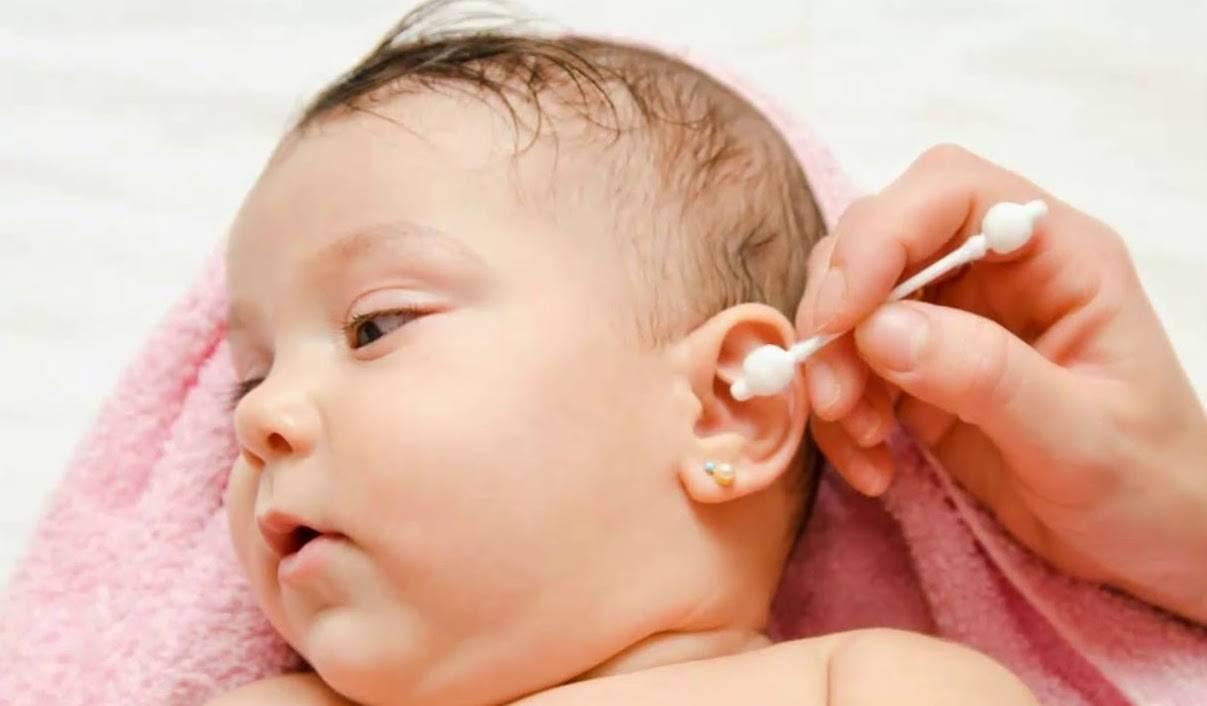 Как чистить носик новорожденному ребенку, грудничку от козявок: видео