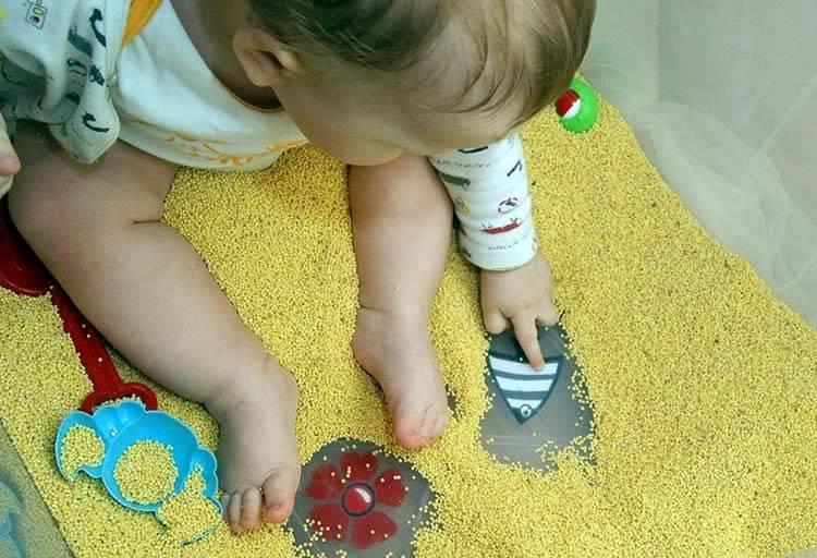 Чем заняться с годовалым ребенком домашних условиях: во что играть, чему учить