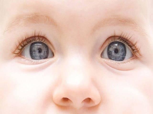 Как и когда меняется цвет глаз у ребенка