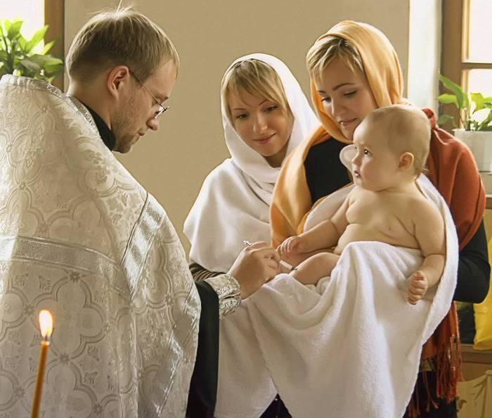 Крестины мальчика: как проходят и что нужно для крестин