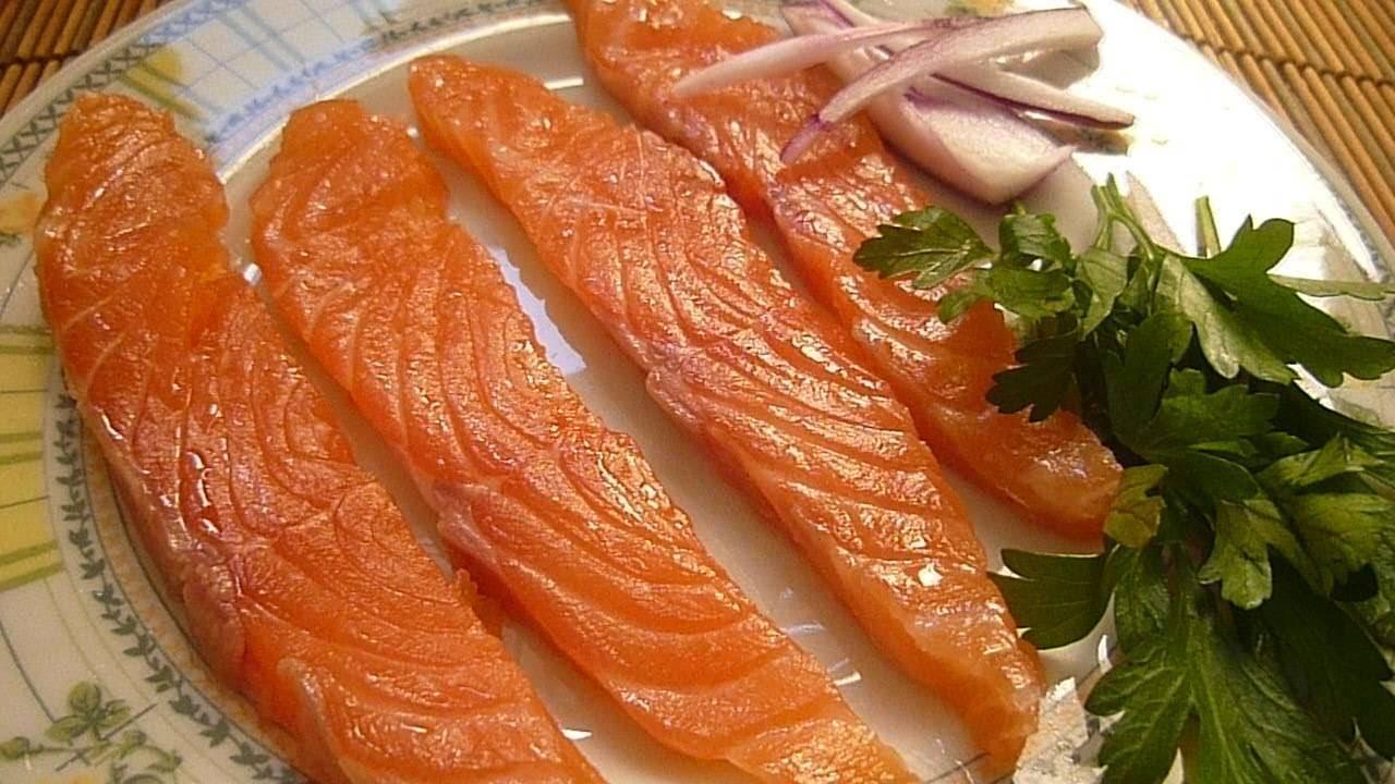 Как хранить соленую красную рыбу в домашних условиях: на длительный срок, сколько хранится