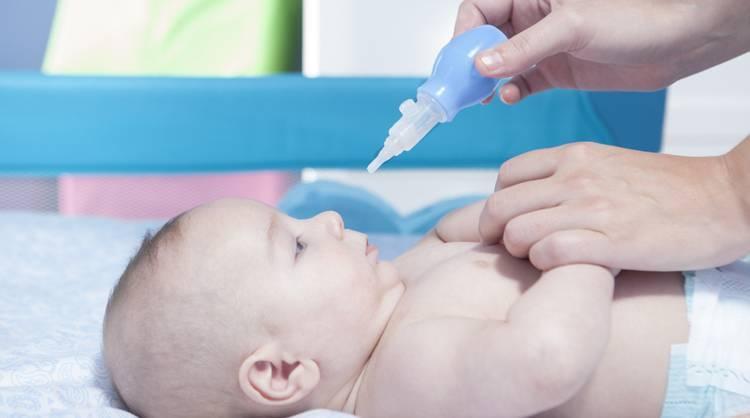 Физраствор для промывания носа новорожденному: как промывать, сколько раз в день, можно ли, инструкция