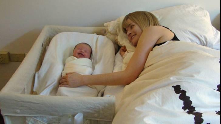 """Совместный сон родителей с новорожденным ребенком и грудничком: взвешиваем все """"за и против"""""""