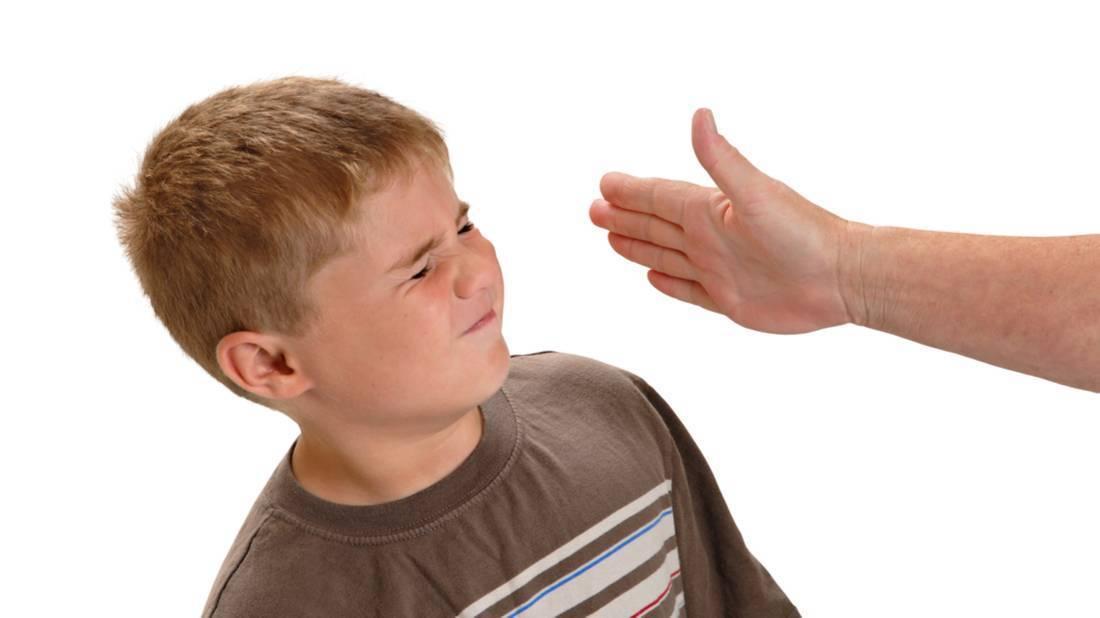 Как отучить ребенка биться головой об пол когда психует?