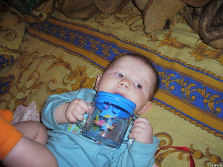 Как научить ребенка пить из кружки самостоятельно: советы и рекомендации