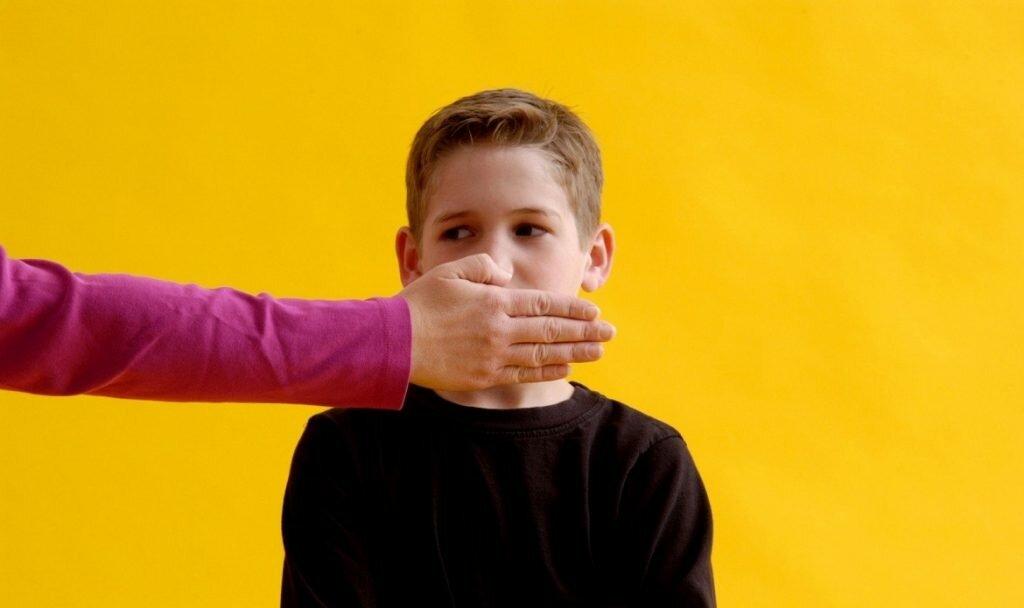 Ребёнок ругается матом: правильная реакция родителей и типичные ошибки