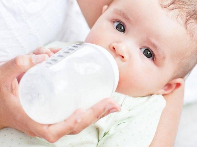 Искусственное вскармливание новорожденных и грудничков: достоинства, недостатки, как разводить смесь