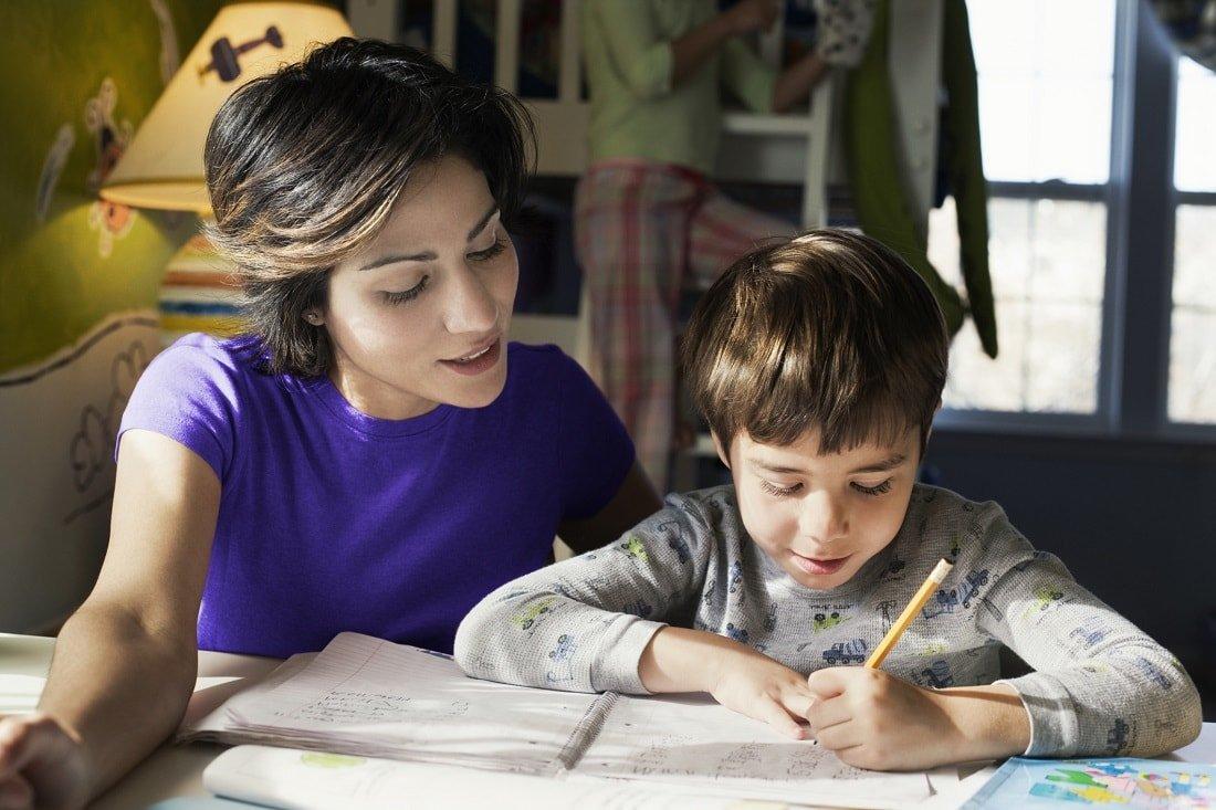 Как заставить ребенка делать уроки: топ-10 эффективных способов
