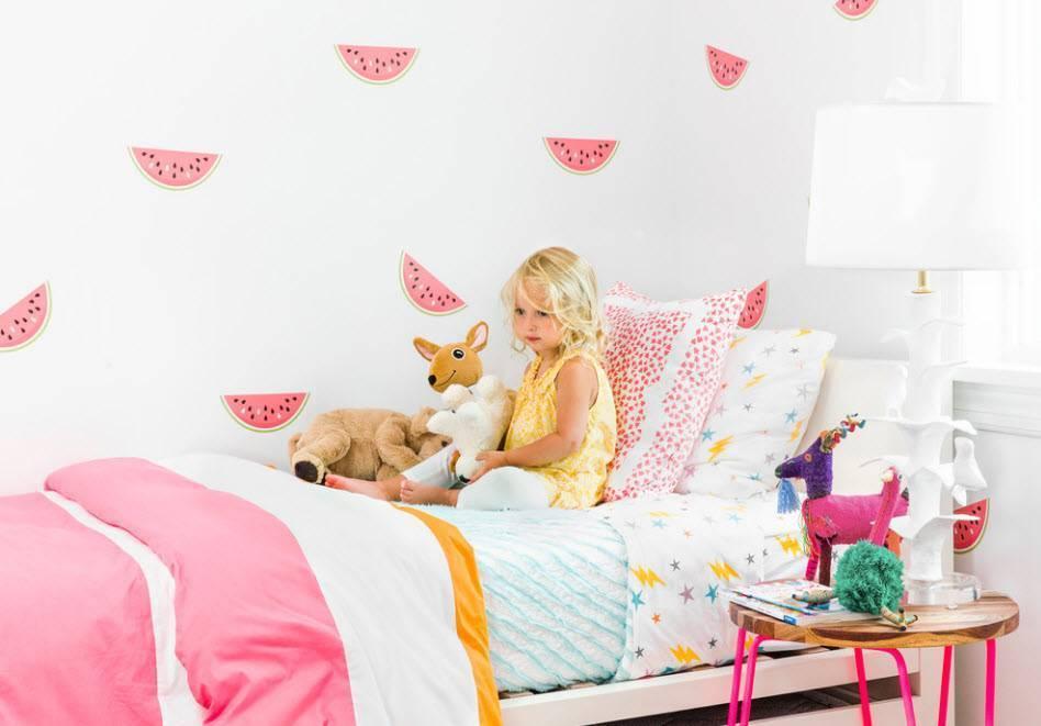 Как выбрать обои в детскую комнату для девочек