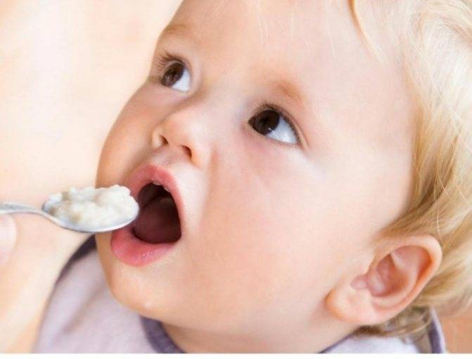 С какого возраста можно ребенку давать манную кашу, манку: со скольки месяцев и с какого возраста начинать прикорм, как варить