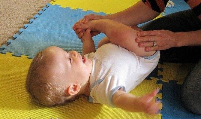 Как научить ребенка переворачиваться?   уроки для мам