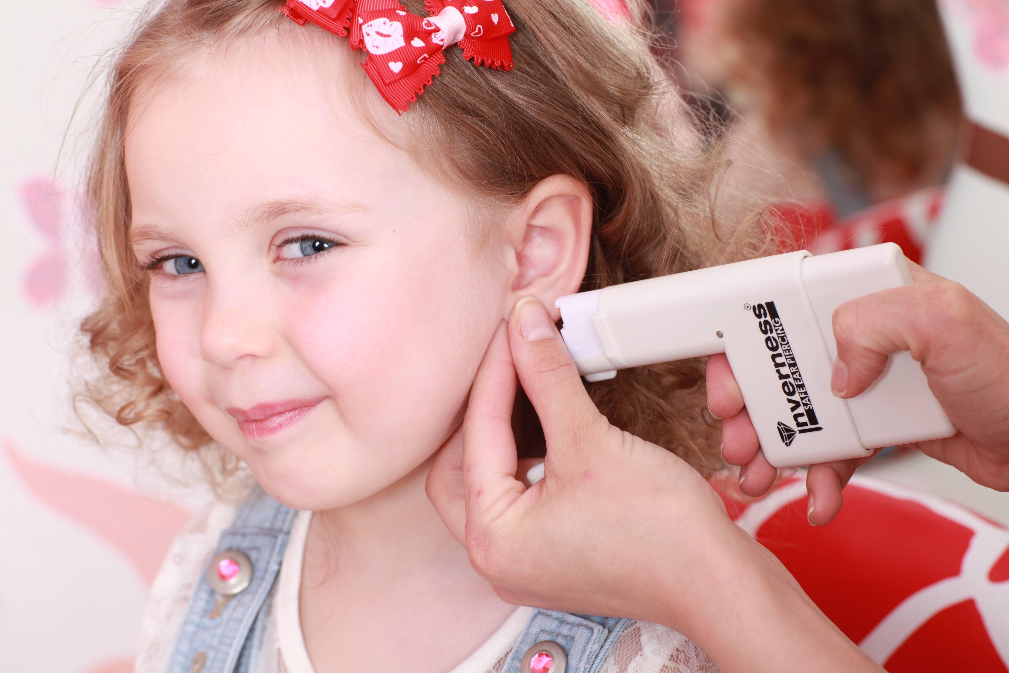 Как долго заживают уши после прокола у ребенка и какой уход