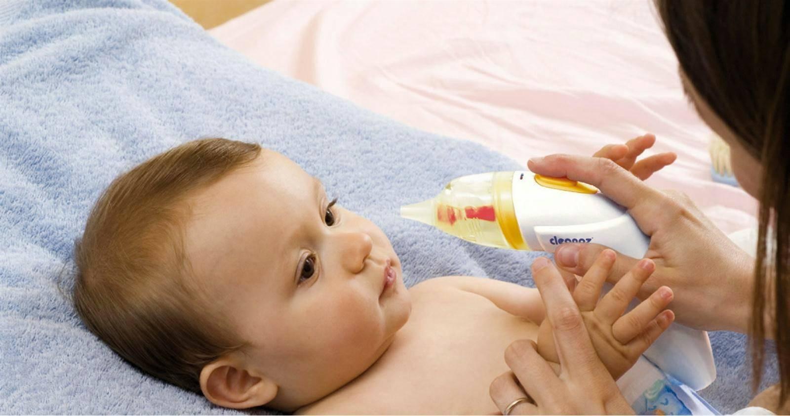 Как новорожденному почистить носик от козявок