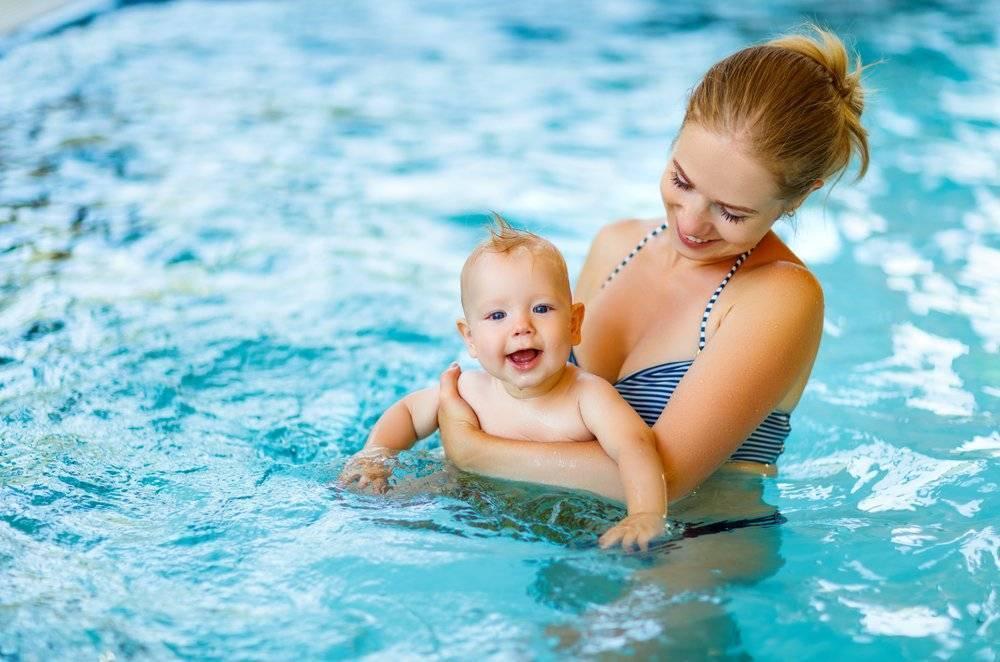 Плавание новорожденных в ванне. грудничковое плавание: за и против
