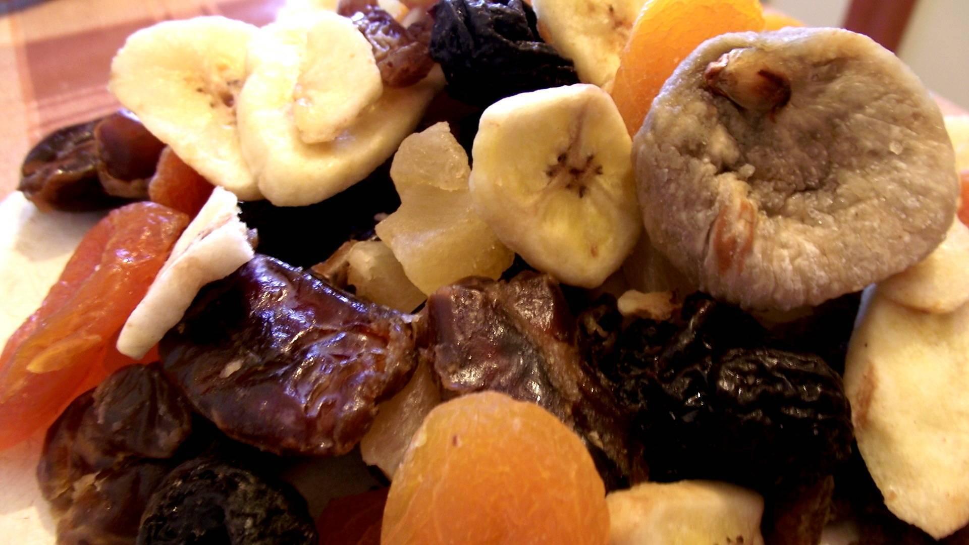 Компот при грудном вскармливании: из сухофруктов, вишневый - можно ли?
