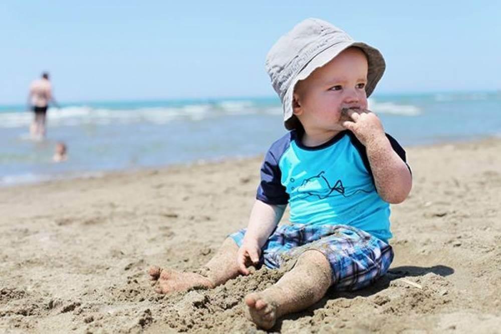 Ребенок есть землю: почему, что делать. почему ребенок ест землю и песок, чего не хватает организму и что делать