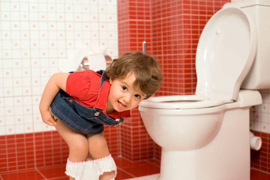 Ребенок жалуется на боль в животе перед мочеиспусканием