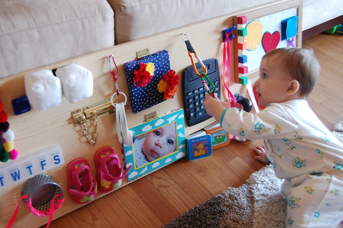 Что подарить ребенку на 1 год?