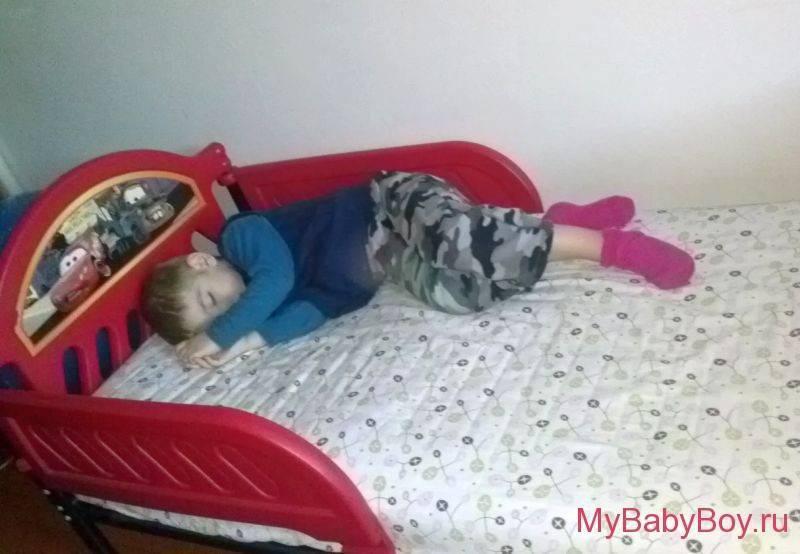 Как приучить ребенка-грудничка спать в своей кроватке