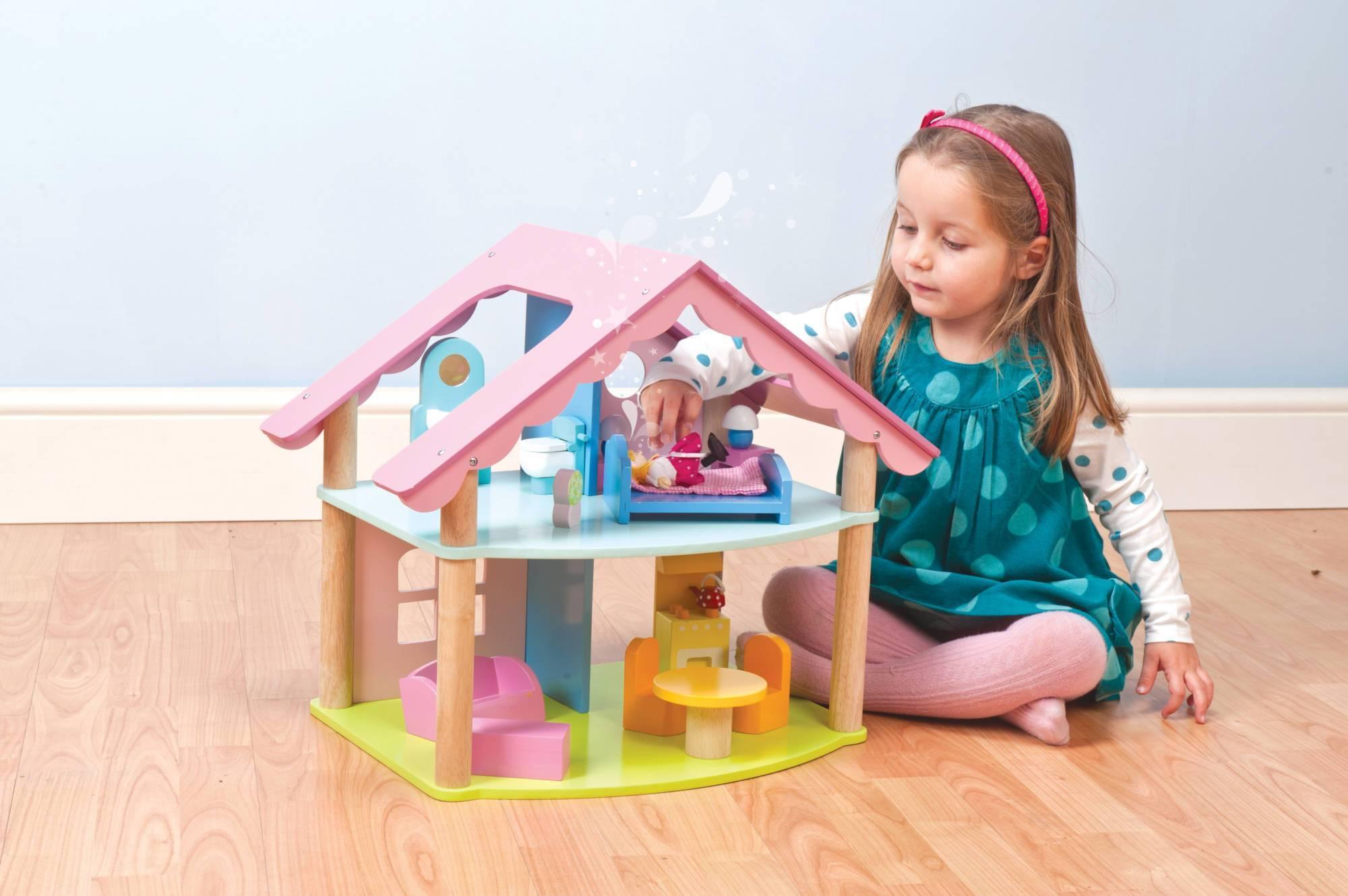 Подарок на 3 года девочке: что подарить ребенку на День рождения?