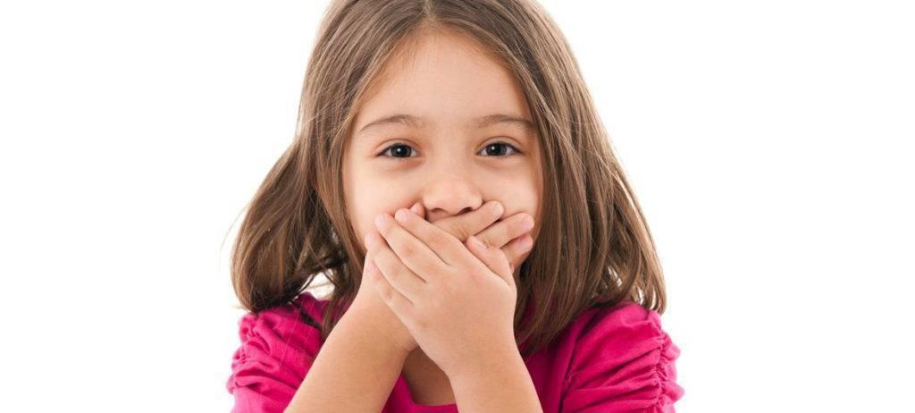 Почему ребенок открывает рот часто, не опасно ли это