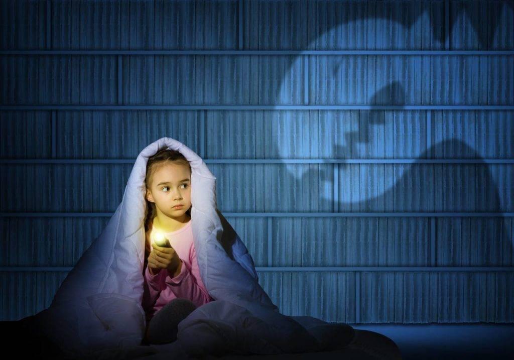 Ребенок боится спать один в комнате: рекомендации психолога