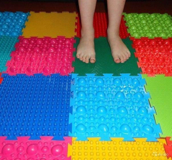 Как сделать массажный (ортопедический) коврик для детей своими руками + фото
