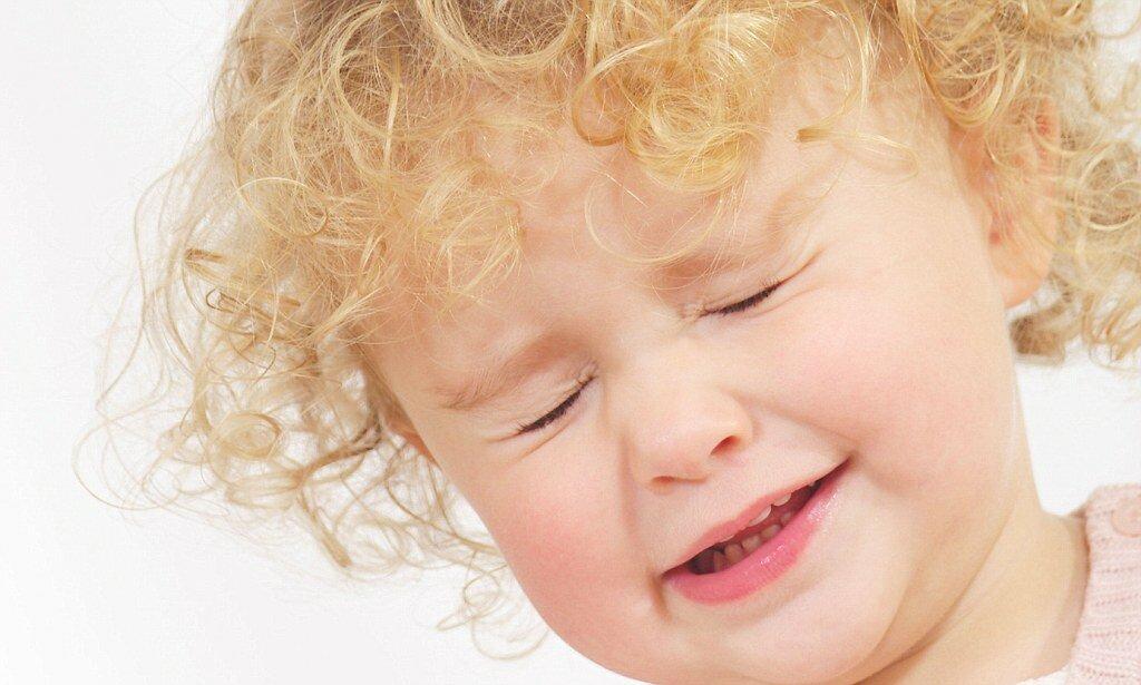 """Ребенок часто моргает глазами: причины, симптомы и методы лечения - """"здоровое око"""""""